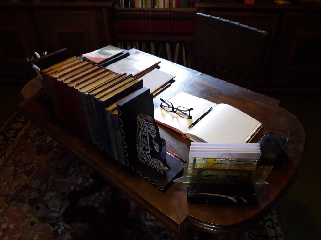 A könyvgyűjtő íróasztala